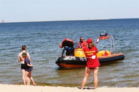 Ratownicy WOPR Lądują Na Plaży