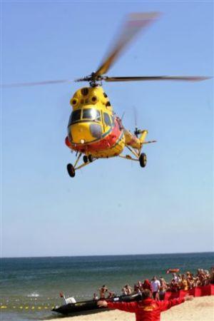 Ratownik WOPR Naprowadza śmigłowiec Do Lądowania